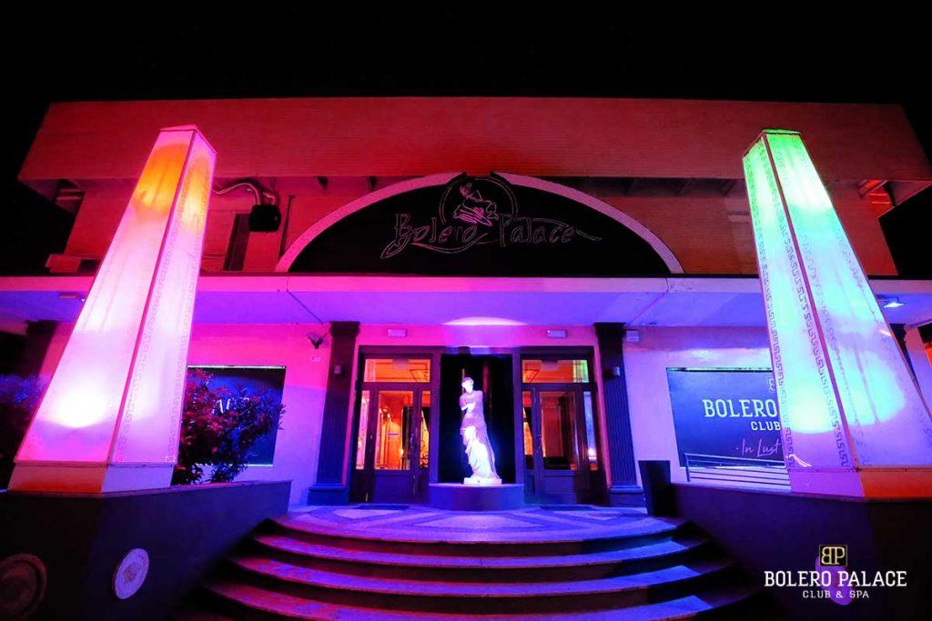 Bolero entrance